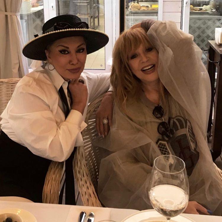 Алла на высоте: Пугачева с супругом посетили открытие кафе Валентина Юдашкина