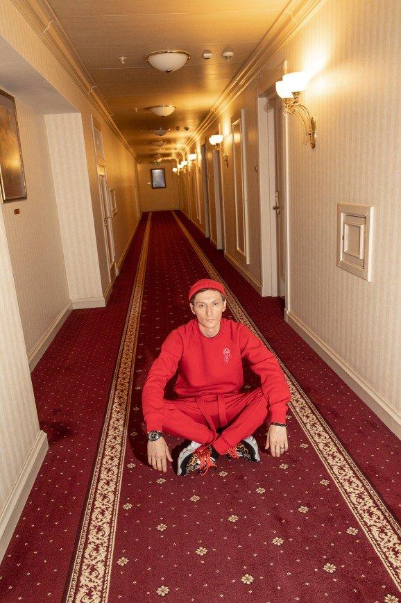Ахматова, Есенин и Булгаков попали в коллекцию одежды Павла Воли