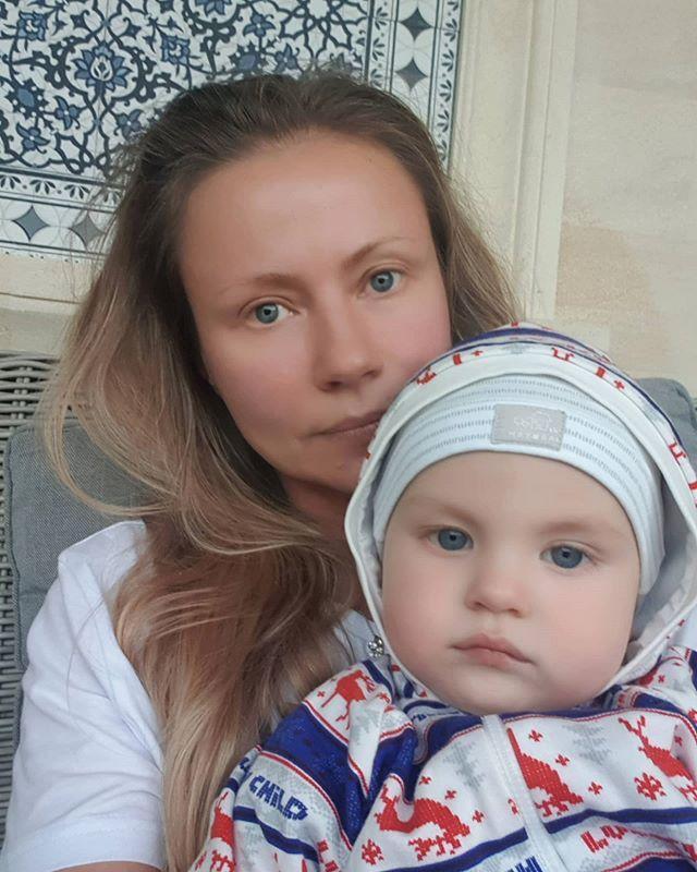 На дедушку похож! Мария Миронова впервые показала лицо сына
