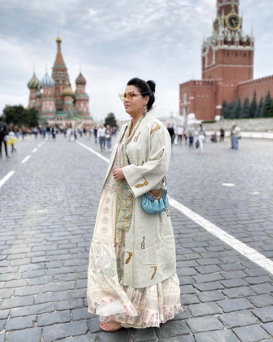 Царица на Красной площади! Анна Нетребко гуляет по столице в ошеломительном наряде