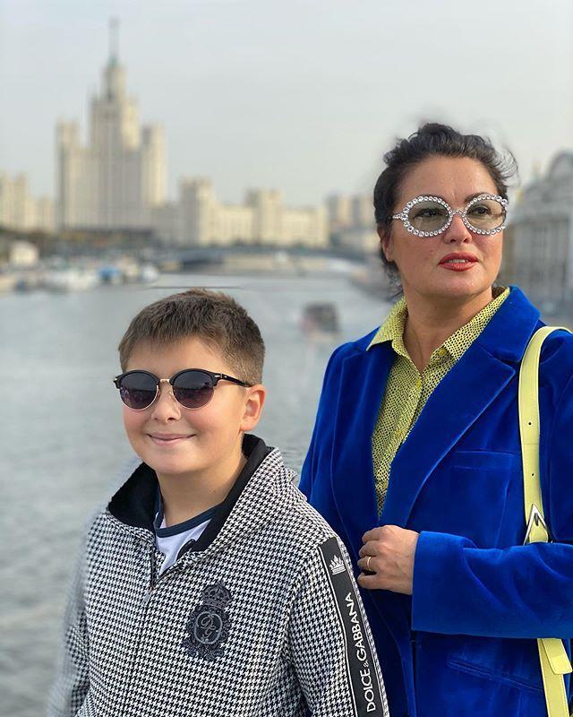 Победившая коронавирус Анна Нетребко прогулялась по столице под ручку с Филиппом Киркоровым