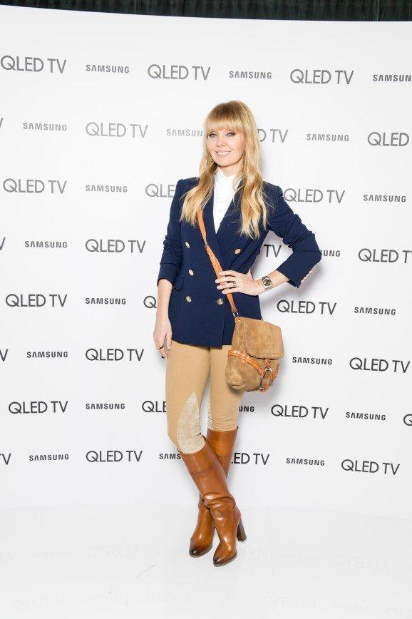 Кудри Бледанс против жокейского наряда Валерии: Валерия выбрала спортивный жокейский лук в модной цветовой гамме.