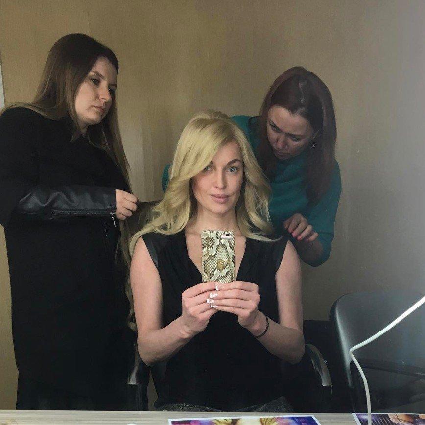 Волочкова сменила имидж: Вчера на своей странице в сети Инстаграм Анастасия Волочкова опубликовала фотографию с распущенными волосами. Длинные волосы аккуратно уложены в мягкие