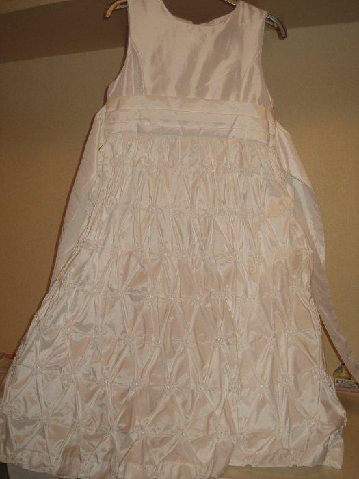 Платье привозное из США - новое с этикеткой - маркировка 10 лет, ширина в подмышках 34 см в талии 34 см, длина до талии 28 см , общая длина 94 см , на подкладе, сзади завязывается на бант, роскошный подъюпник на сетке, держит форму Цена 3000р Отлично на выпускной или день рождения