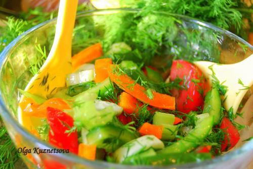 салат и из помидоров и перца