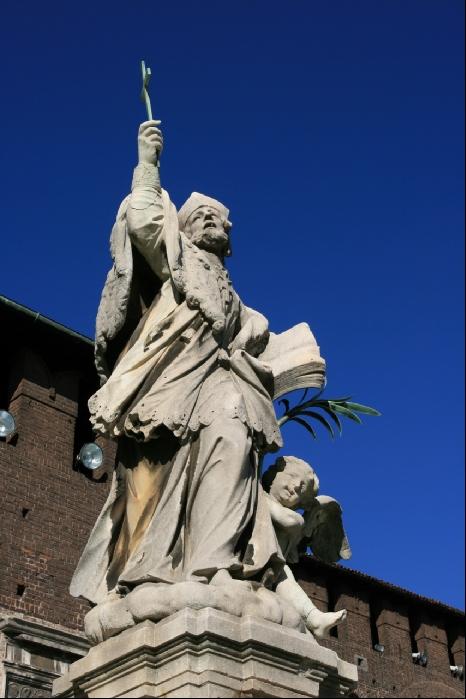 Конкурсная. Замок Кастелло Сфорцеско, Милан, Италия. Облик крепости Сфорца взяли за образец миланские архитекторы, работавшие над московским Кремлём (форма башен и корона венчающих стены зубцов).