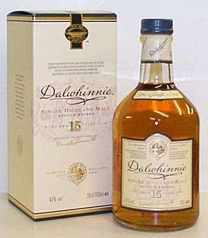 Виски Далвини (Dalwhinnie) 15 летние - односолодовое виски шотландского Хайлэнда. Цвет напитка золотой.  Вкус Далвини 15 лет (Dalwhinnie 15 Y.O.) легкий, наполненный долгими мягкими вересковыми нотами, медовой сладостью и ванилью, вслед за которыми можно ощутить более глубокие цитрусовые и солодовые тона.  Упаковка - 0.75л, подарочная, крепость - 43%. Привезли из Великобритании Цена 2350.