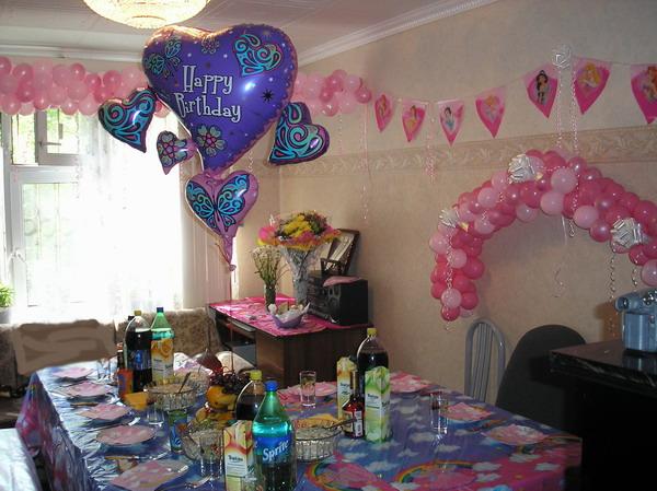 Так мы украсили квартиру на 4-х летие. А вообще украшаем каждый год в разных цветовых решениях. В этом году у нас было розовое платье, по этому и шары купили в таком же цвете:)))