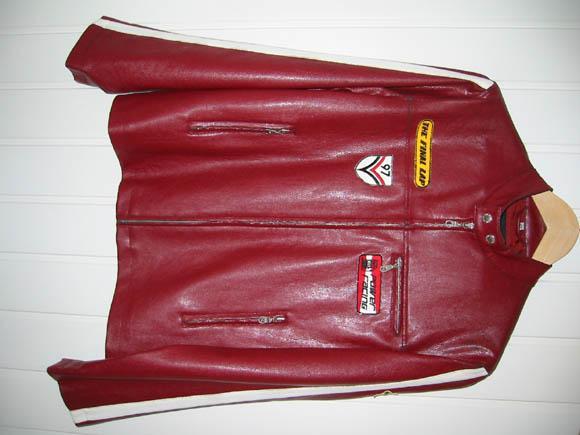 Куртка. Размер 176. Лёгкая, мягкая, цвет - бордо, не блестит. Покупали в прошлом году в Швейцарии. Там она и произведена. Продаём за 450 рублей.