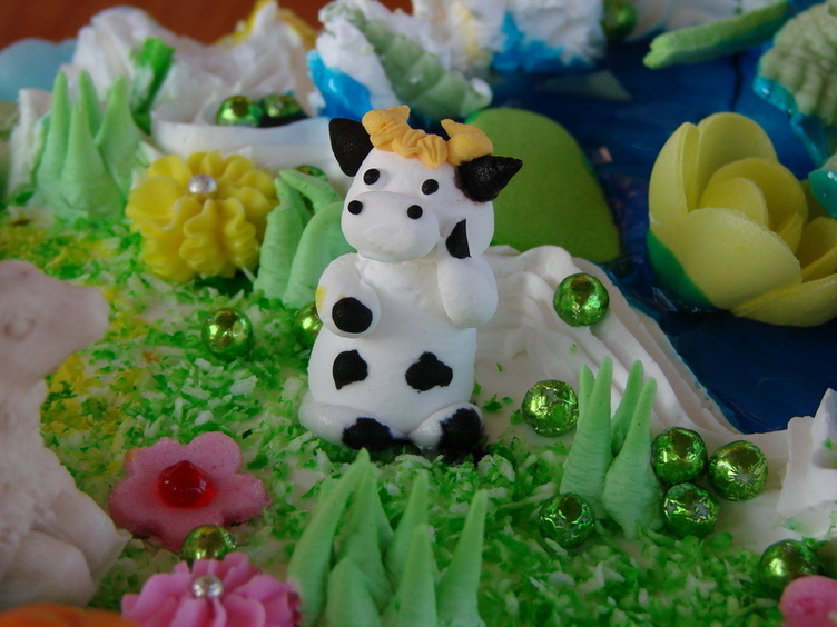 Торт заказывала здесь http://www.altufevo.ru/?src=nursery торт №85 2,5 кг 1600руб. очень-очень вкусный и красивый :)