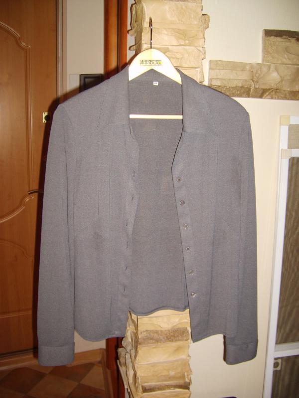 Блузка IRENA,раз.48,в реале чуть темнее,никаких пятен нет(неудачная фотка),одета 1 раз,500 руб.