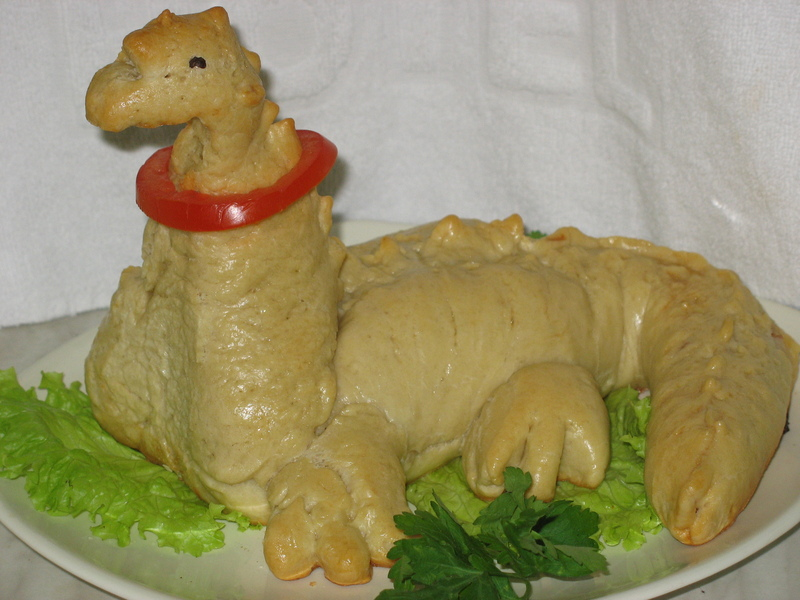 Пирог Динозавр с начинкой из ветчины и сыра по рецепту AVA. Спасибо ей огромное! Сын был в восторге.